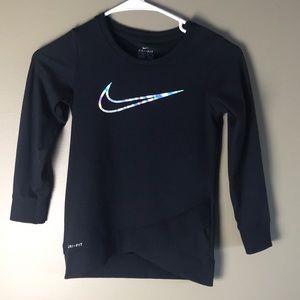 Nike Girls Dri Fit Tulip Hem Sweatshirt, M / 6